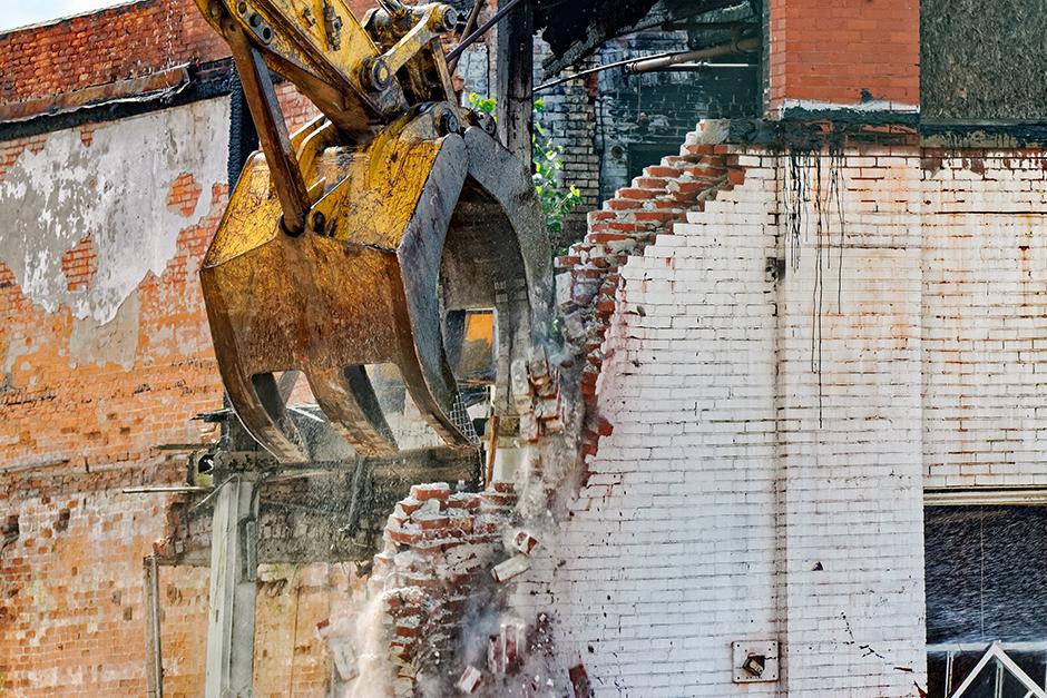 Condenado a la inmediata demolición de las obras que han alterado los elementos comunes por no contar con la autorización de la Comunidad de Propietarios.