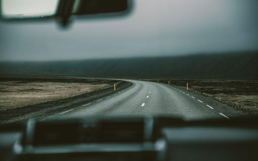 Conducción sin carné: delito contra la seguridad vial.